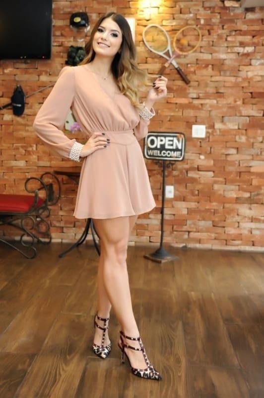 vestido rosê curto com mangas
