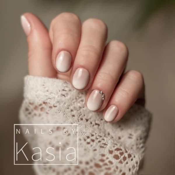 nail art nude com pedras