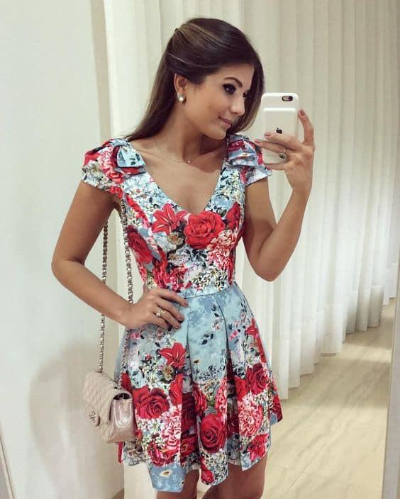 vestido com estampa de flores