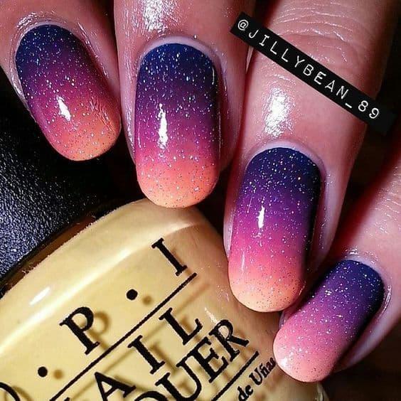 unha colorida com glitter prata
