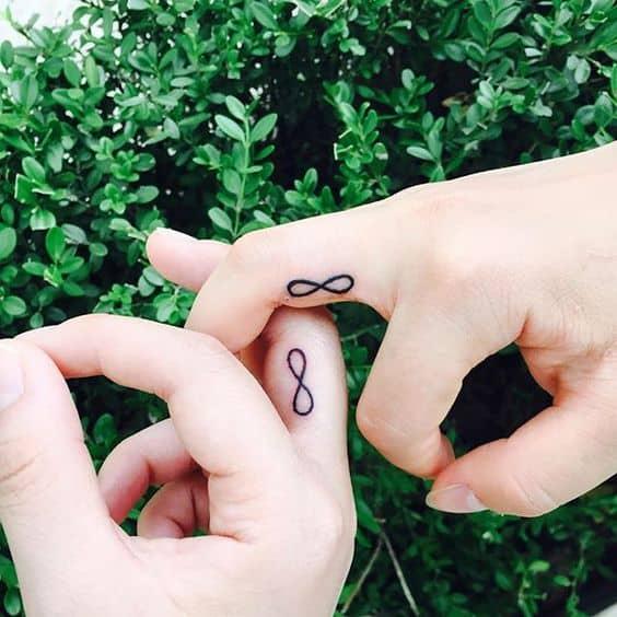tatuagem infinito compartilhada