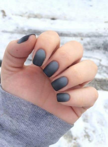 nail art cinza e preta