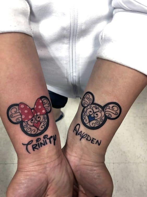 tatuagem com nome no pulso