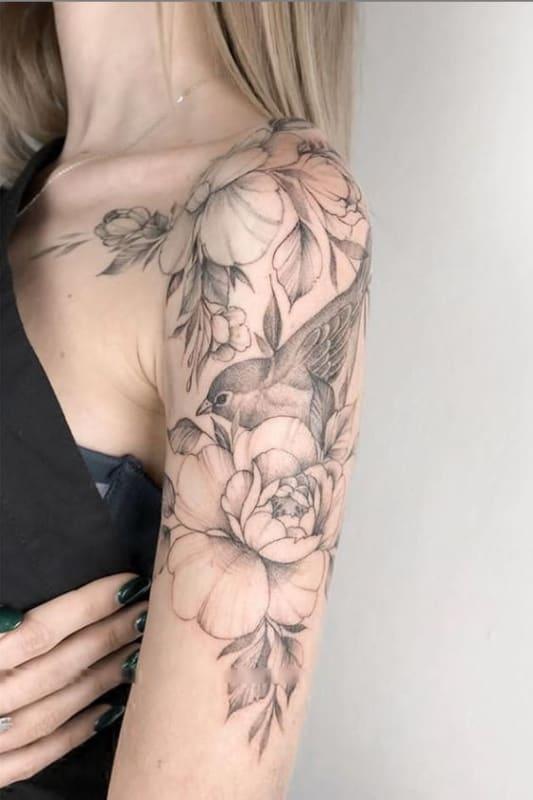 tatuagem grande no ombro