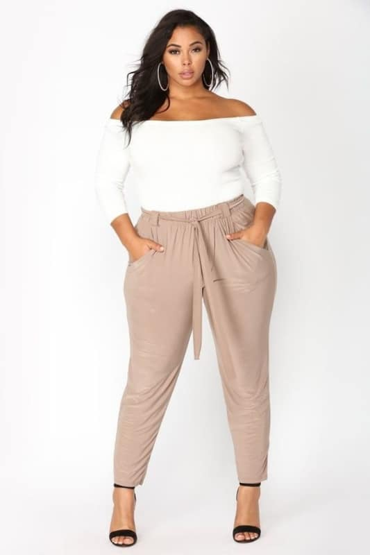 Look com calça clochard plus size 43