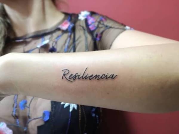 dica de tatuagem resiliência no braço