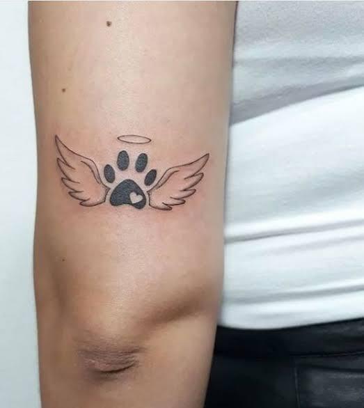 ideia de tatuagem de pata de cachorro pequena e delicada