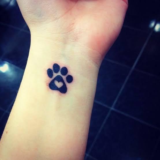ideias de tatuagem de patinha com coração 1