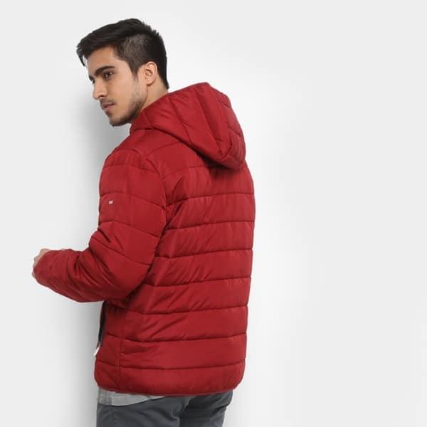 jaqueta puffer masculina com capuz vermelha