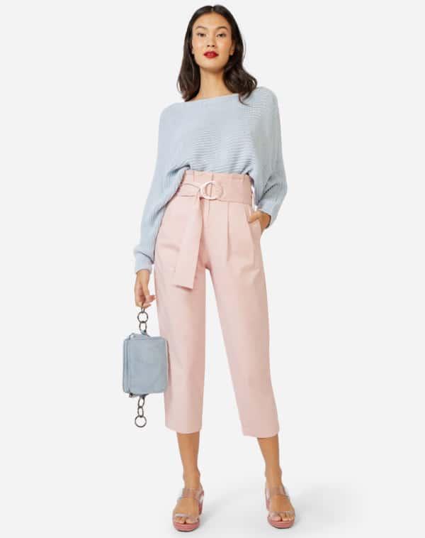 look com blusa azul e calça rosa 02
