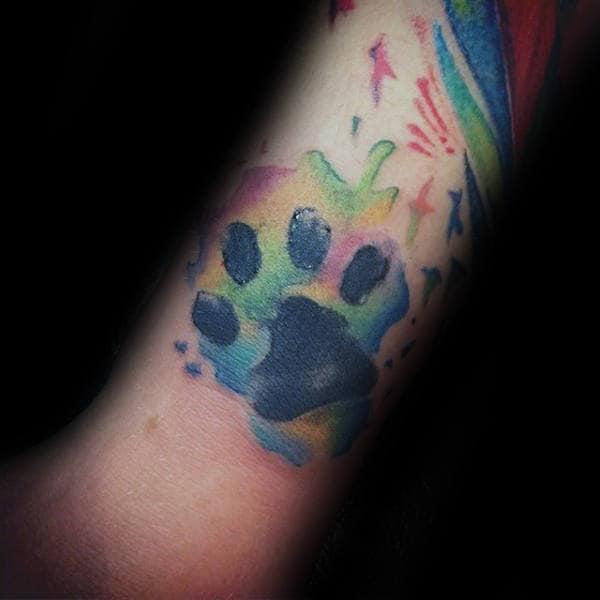 pata de cachorro em tattoo aquarela
