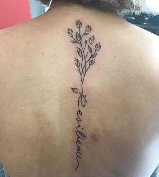 pequena tatuagem resiliência nas costas 1