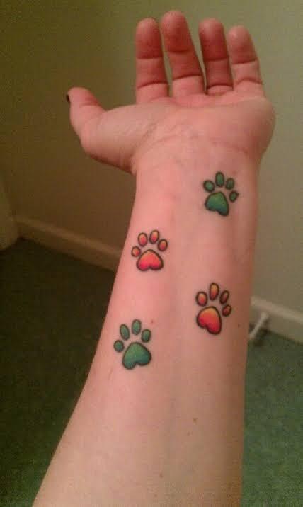 tattoo pata de cachorro no pulso