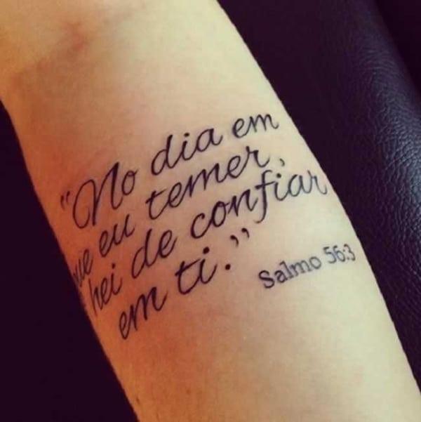 tatuagem de frases no braço feminina de salmo