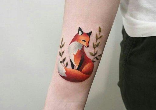 tatuagem de raposa feminina colorida
