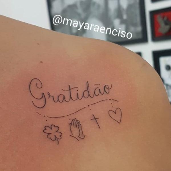 tatuagem gratidão nas costas pequena