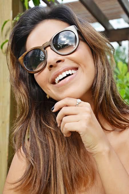 óculos de madeira feminino como usar