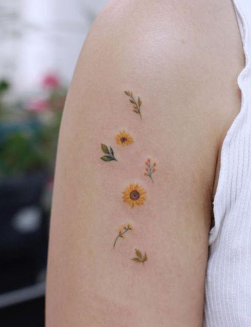 tatuagem delicada de flor