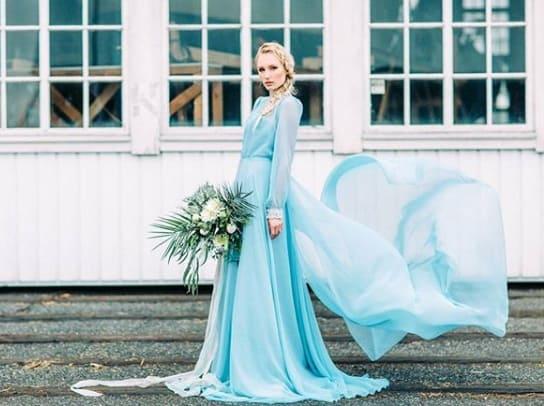 vestido de noiva azul com manga longa