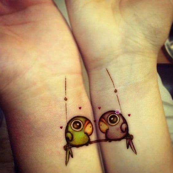 tatuagem fofa passarinhos