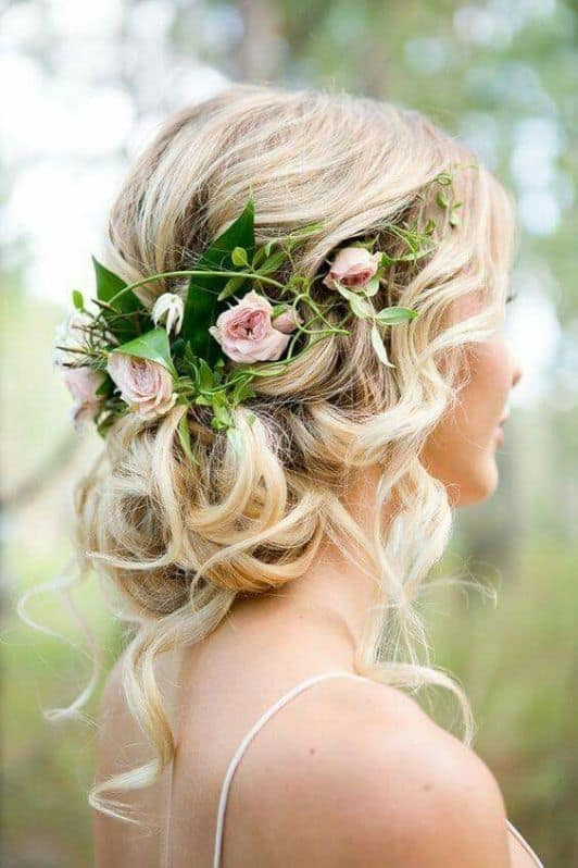 penteado cabelo longo com flores