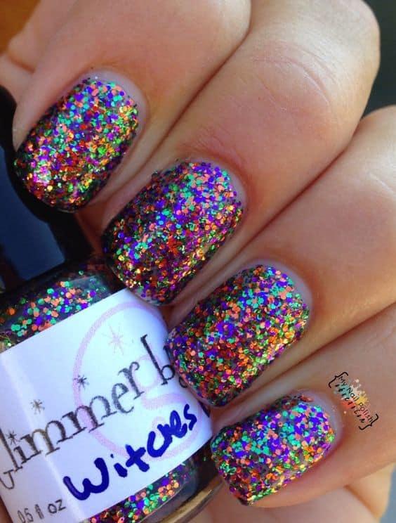 unha com glitter colorido
