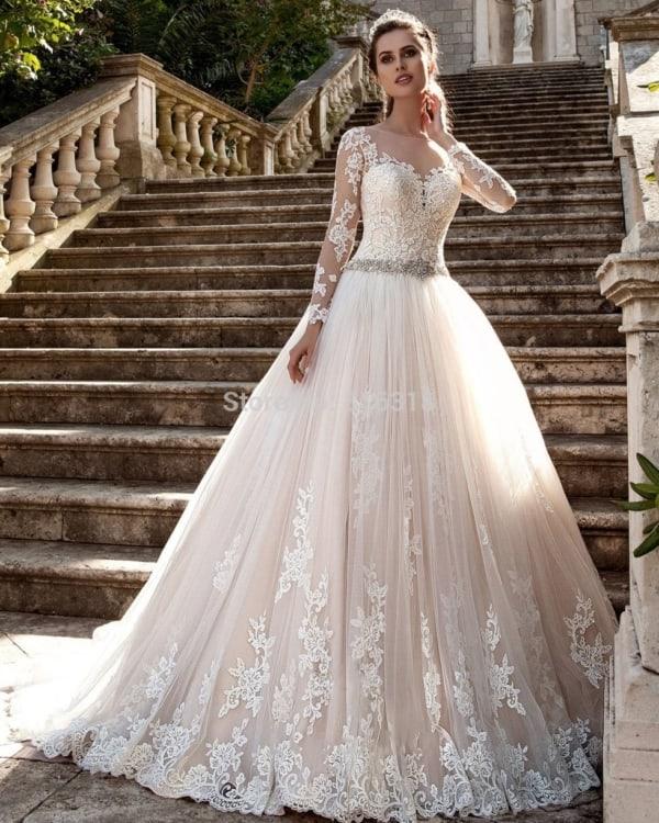 vestido de noiva princesa com saia rodada e renda