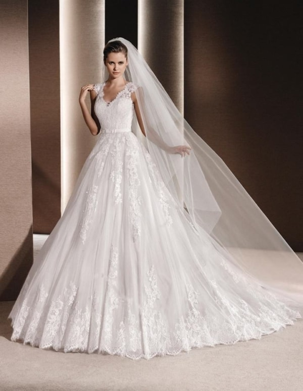 noiva com vestido princesa e véu