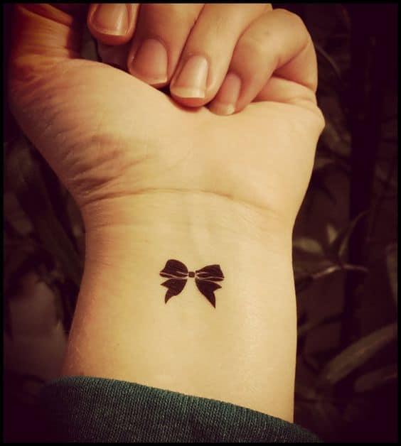 tatuagem pequena no pulso