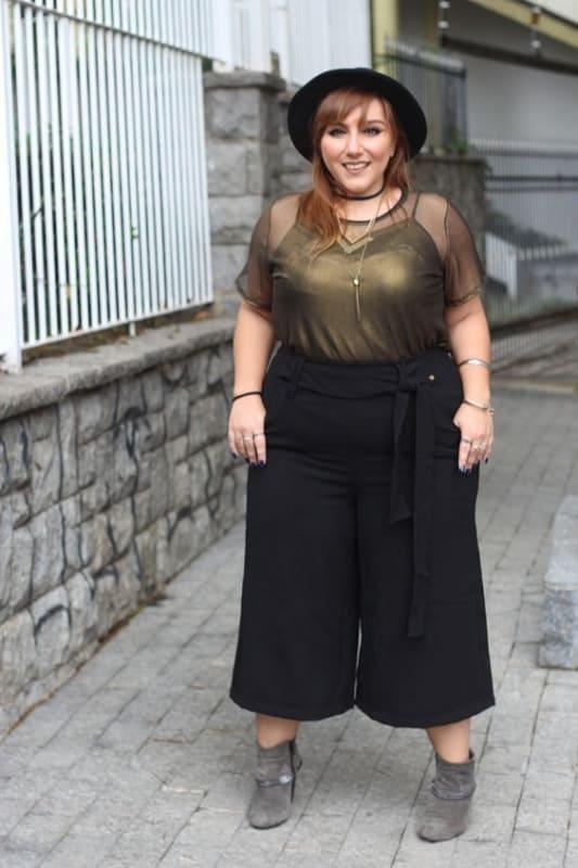look plus size pantacourt de cintura alta
