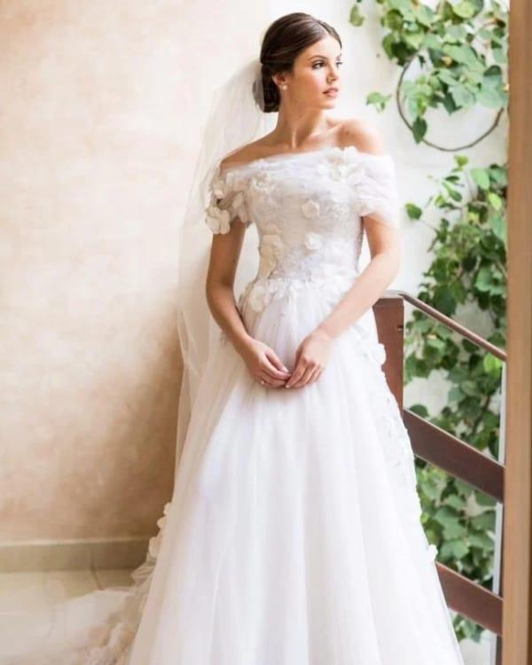 vestido de noiva rodado com decote ombro a ombro