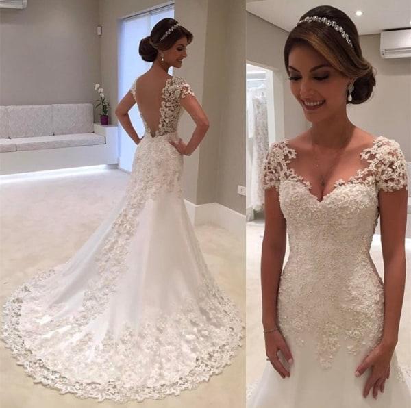 vestido de noiv com decote coração e manga de renda
