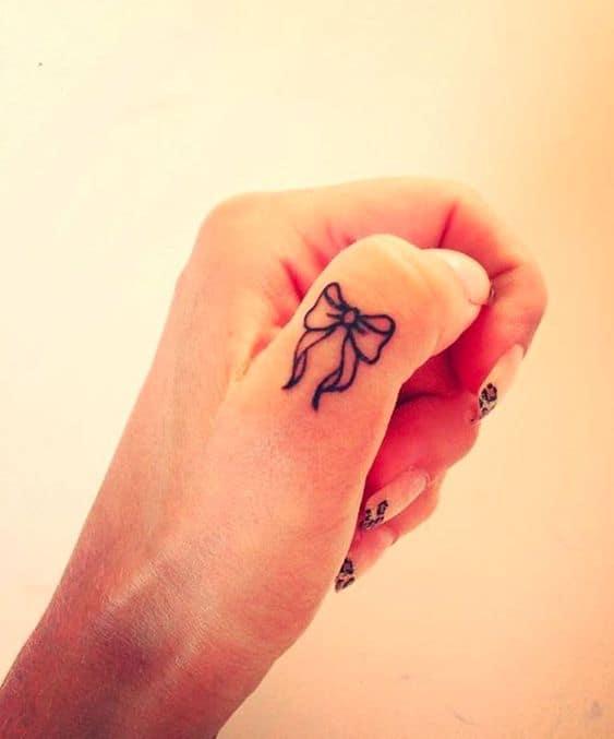 tatuagem no dedão da mão