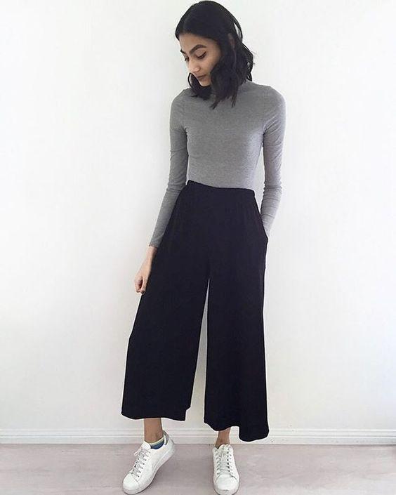 pantacourt preta com blusa de frio