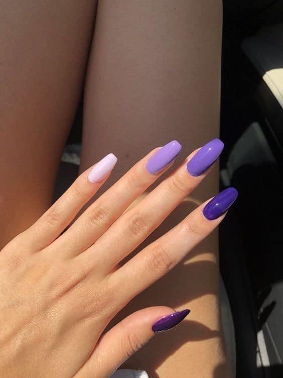 nail art com cada unha de uma cor