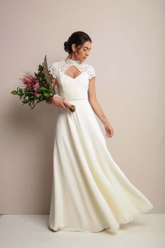 vestido de noiva simples com gola alta