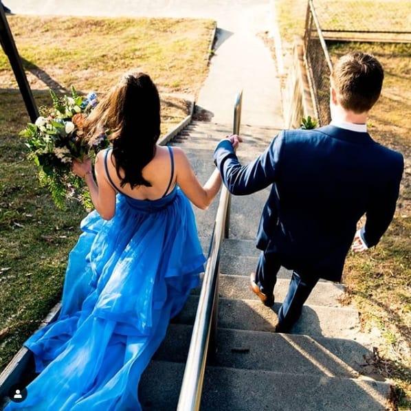 vestido azul royal com calda