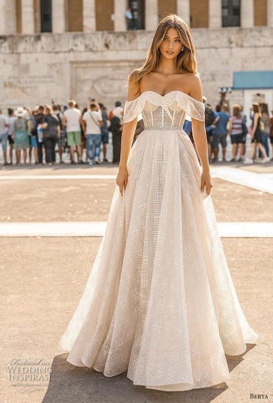 vestido de noiva rodado com mangas caídas