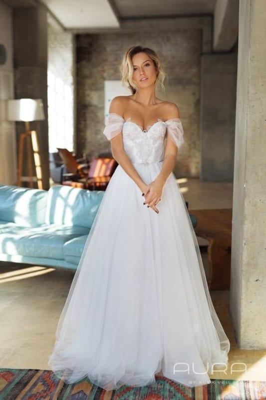 vestido simples com mangas caídas