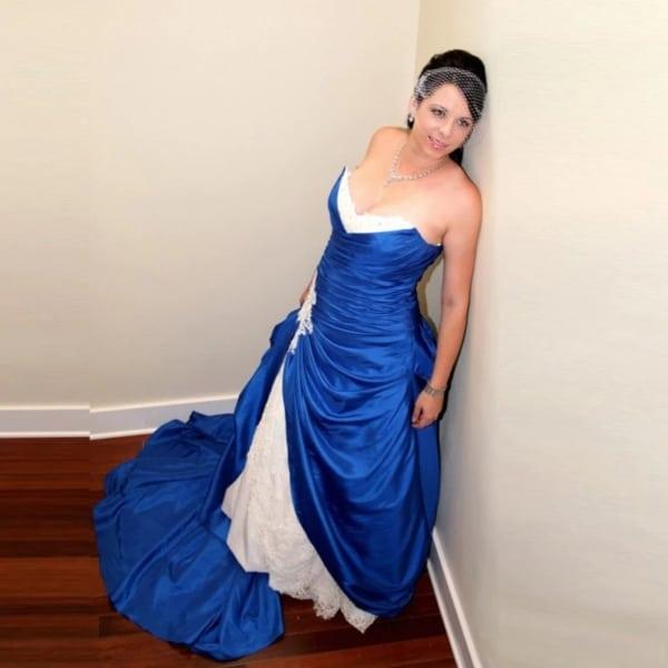 vestido de noiva azul e branco