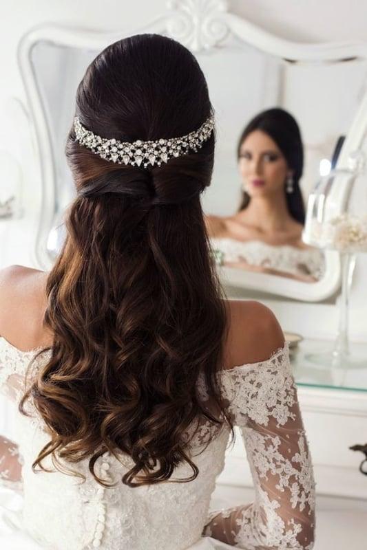 penteado de noiva semi preso com cachos