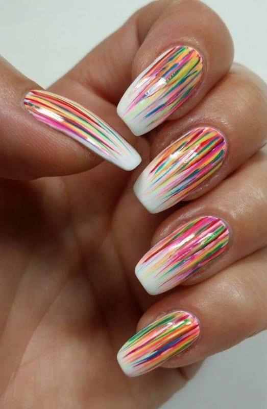 unhas coloridas e simples