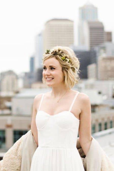 noiva de cabelo curto com tiara