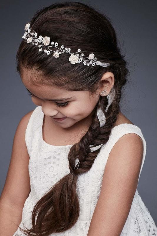 penteado de daminha com trança e tirara