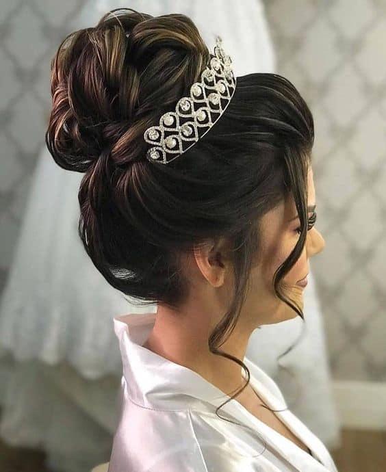 penteado preso com coroa