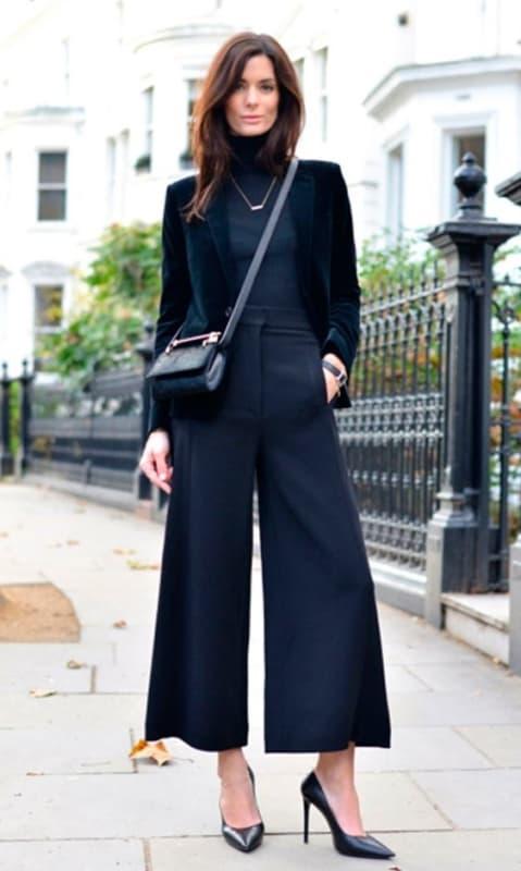 look pantalona curta com scarpin
