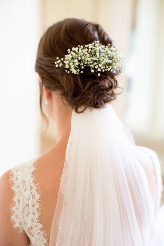 coque de noiva despojado com véu