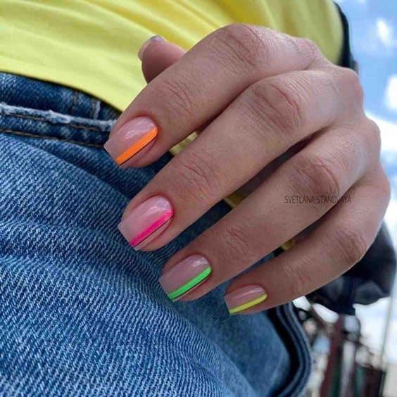 nail art com esmalte neon