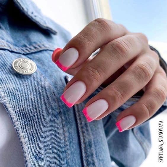 nail art com esmalte neon rosa