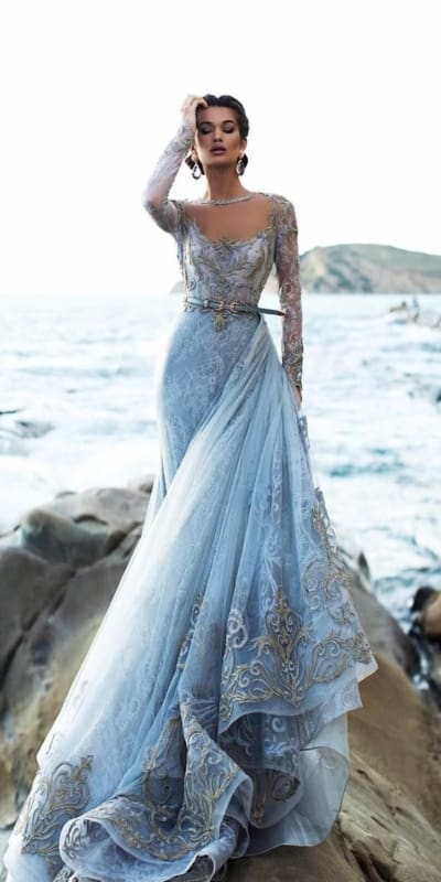 vestido de noiva azul bebê com mangas longas